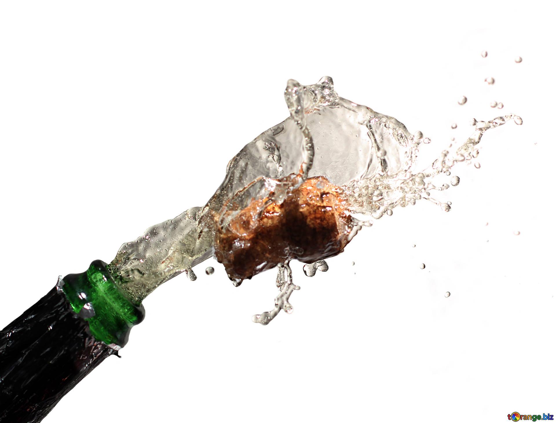 Champagner spritzt aus der Flasche